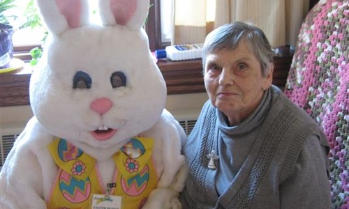 SH resident with Easter Bunny